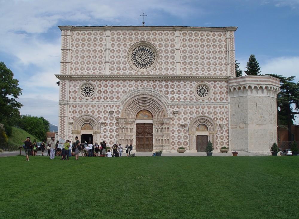 L'Aquila - La Basilica di Collemaggio nel giorno dell'arrivo dei marciatori della Lunga Marcia 2013 da Roma