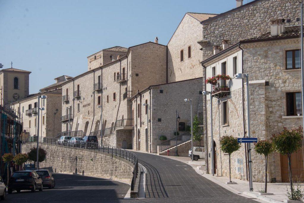 Il sole di San Giuliano di Puglia ci saluta al momento della partenza